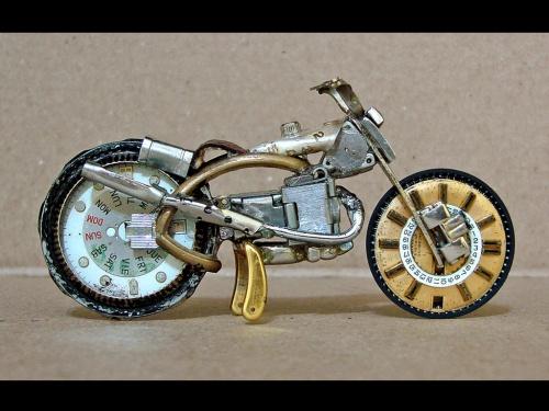 אופנועים שעשויים מחלקי שעונים