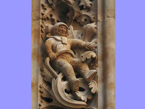 מיסטורי מאוד - מה אסטרונאוט עושה על קתדרלה מימי הביניים