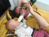 תמונות מצחיקות של תינוקות עם מחשבים , כלבים ,בירות וכדומה
