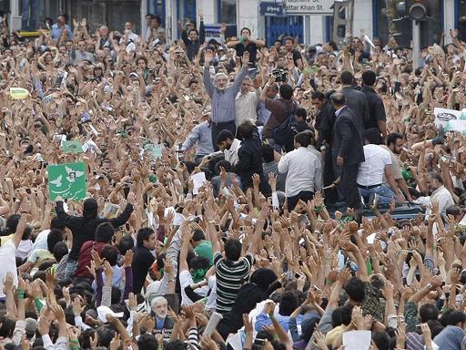 אירן - הפגנה או מהפכה?