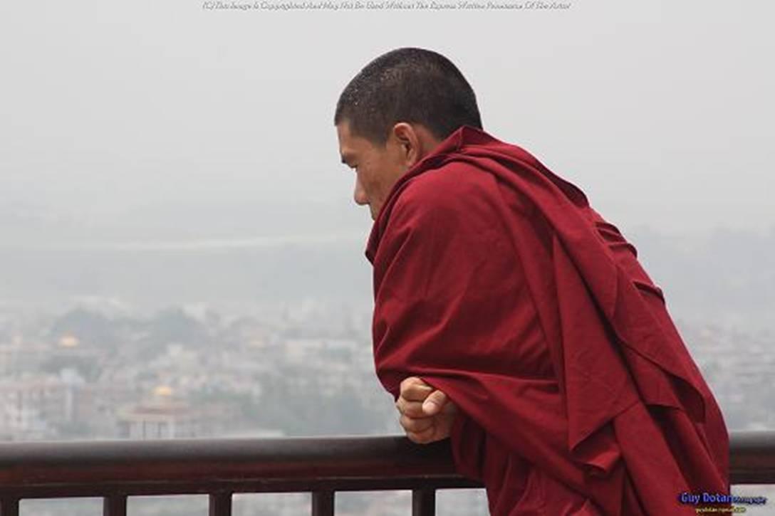 נזירים בודהיסטים בקטמנדו, נפאל- Monks Buddhists in Katmandu, Nepal