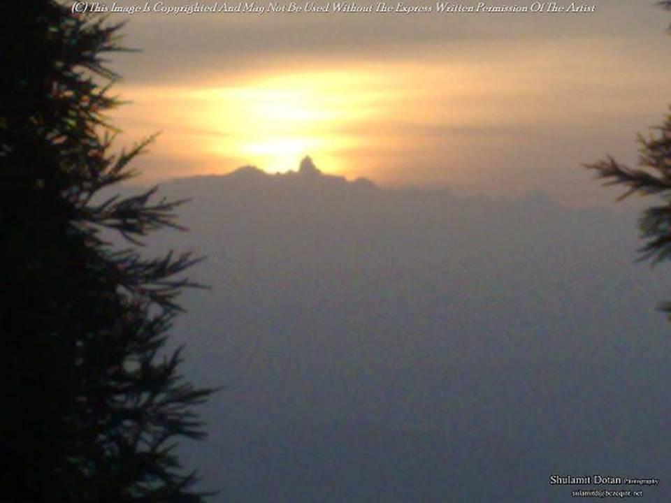 זריחת השמש מעל הרי ההימלאיה,נפאל - The sunrise