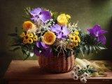 טבע דומם. פרחים ופירות