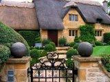 גגות קש  בישובים הקטנים בבריטניה