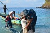 מקומות לא מוכרים בעולם. דייגים  מהאי לאמאלרה, אינדונזיה