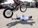 קפיצות על אופנועים