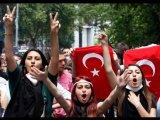 נשות טורקיה מפגינות ומוכות באכזריות