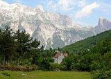 נופים הרריים פראיים של אלבניה
